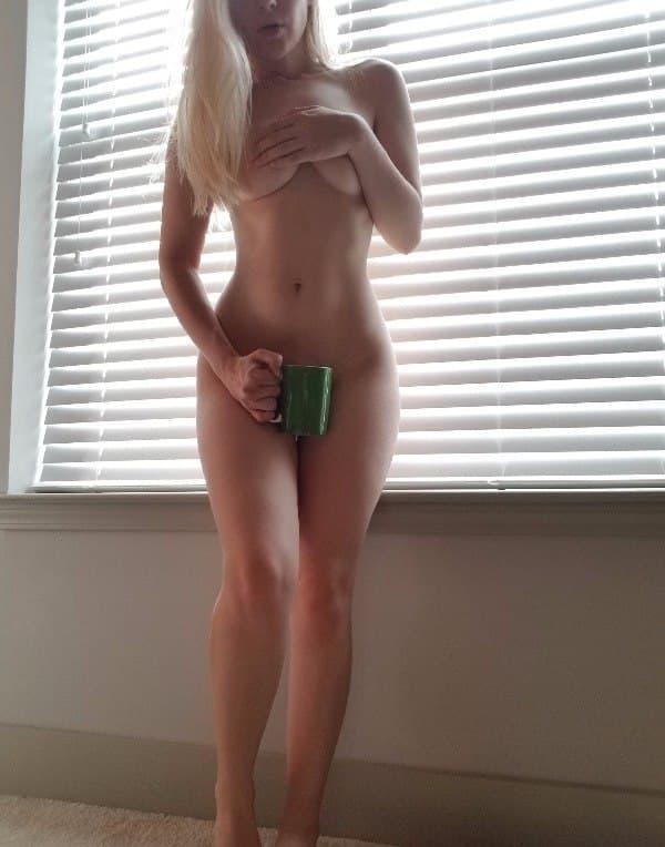 blonde nude snap